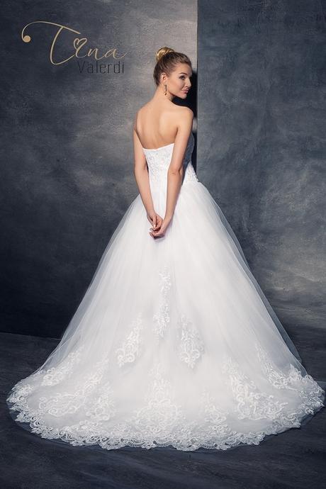 Podmanivé svadobné šaty šitie na mieru, 38