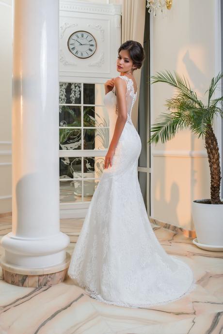 Priliehavé čipkované svadobné šaty , 34