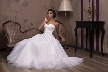Princeznovské svadobné šaty s nadýchanou sukňou, 36
