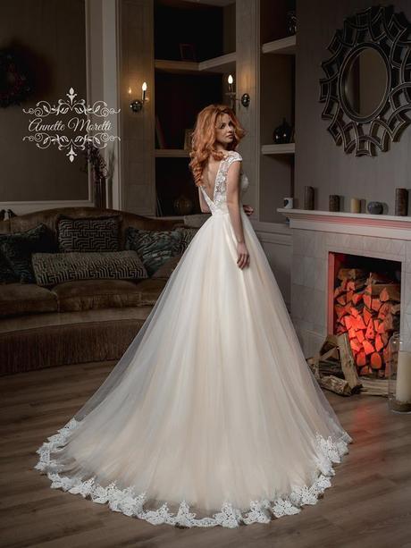 Princeznovské svadobné šaty so spodným lemom, 36