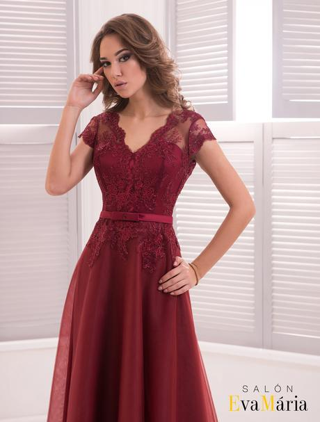 Romantické nádherné šaty s dlhou vlečkou, 34