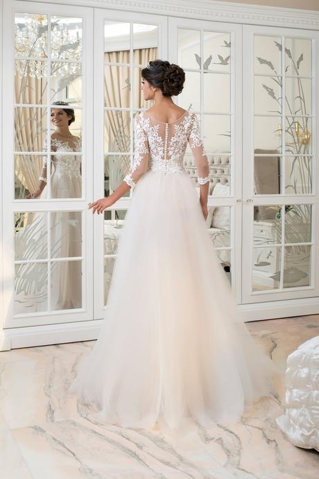 Skvostné svadobné šaty s čipkovaným živôtikom , 36