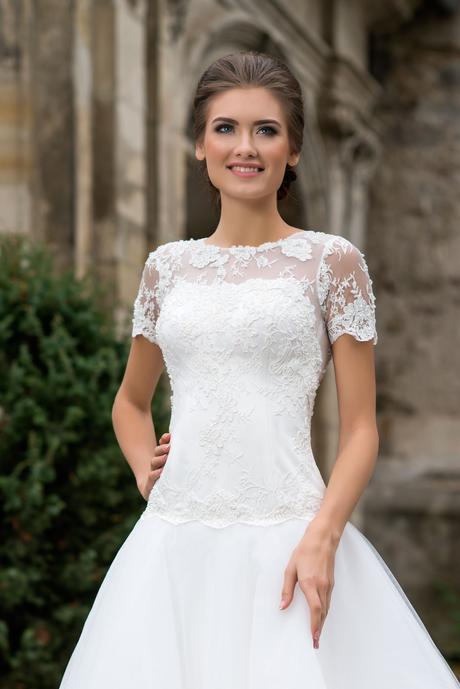 Svadobné šaty s čipkou a vlečkou - na mieru, 36