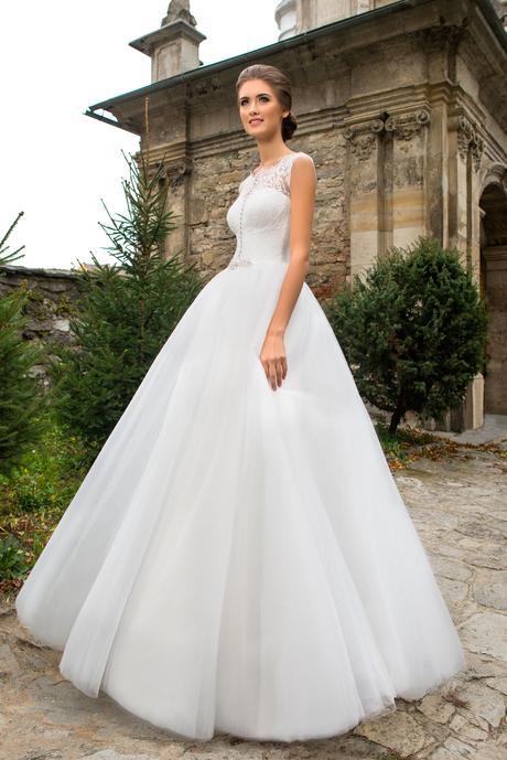 Svadobné šaty s kamienkami - na mieru, 40