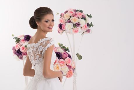 Svadobné šaty s rukávikmi - na mieru, 38