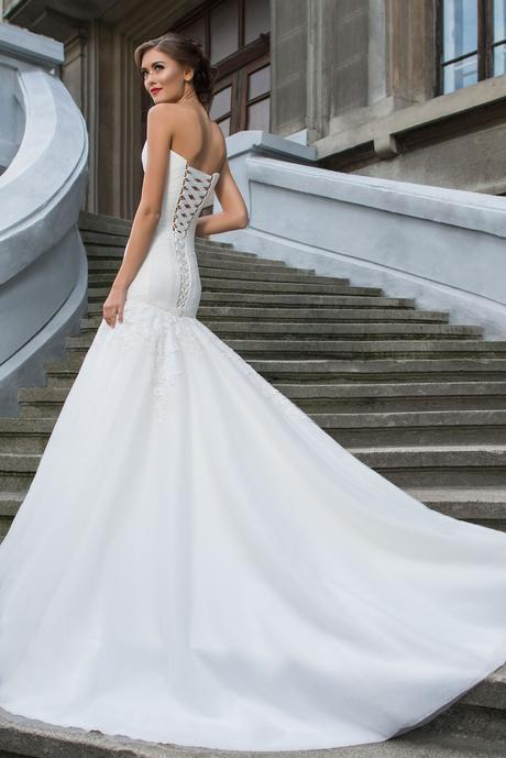 Svadobné šaty s vlečkou - na mieru, 36