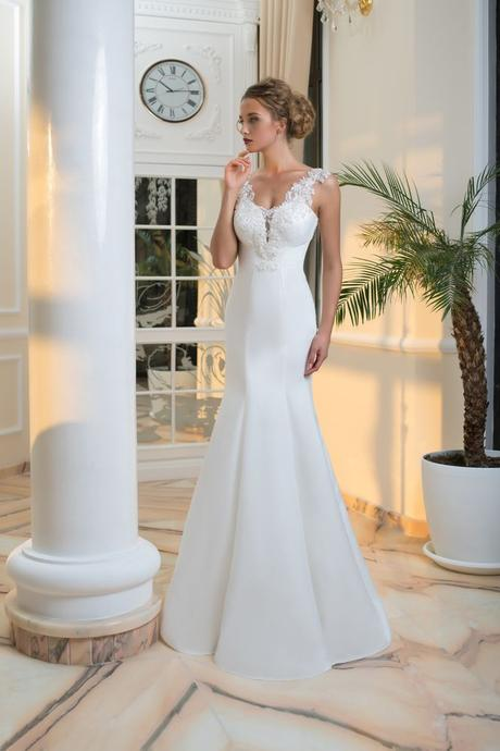 Vkusné svadobné šaty s jemne vyšívaným živôtikom , 36