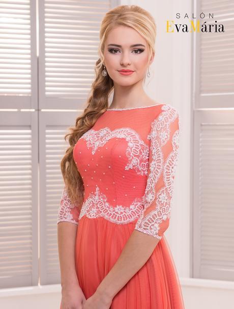 Výnimočné večerné šaty s vyšívanými rukávmi, 36