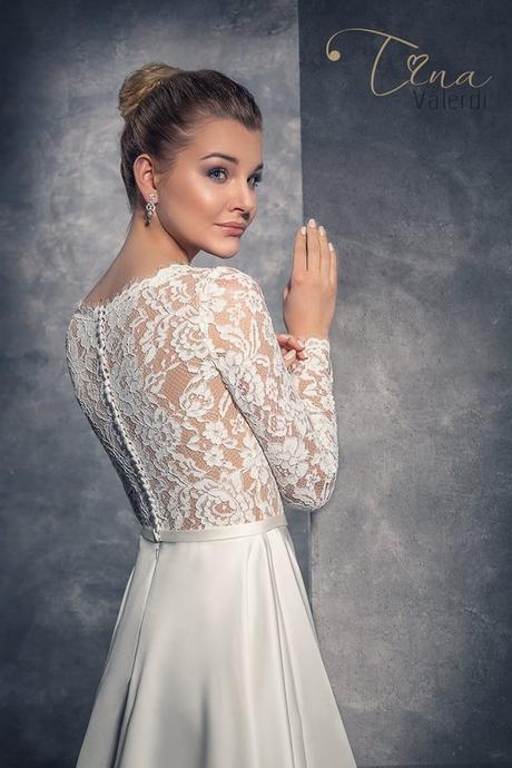Zaujímavé svadobné šaty šité na mieru, 34