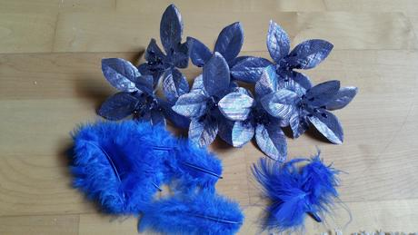 modrá dekoace,