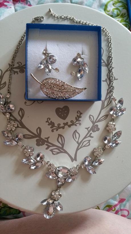 náhrdelník,náušnice,spona,