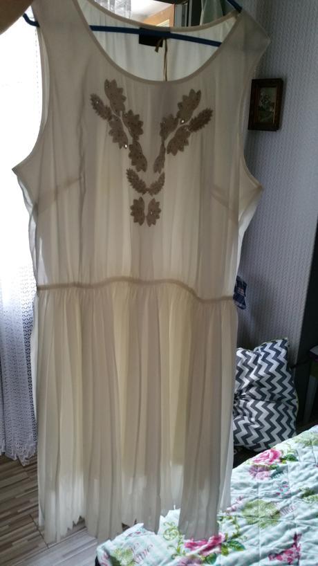 společenské nebo svatební šaty, 52