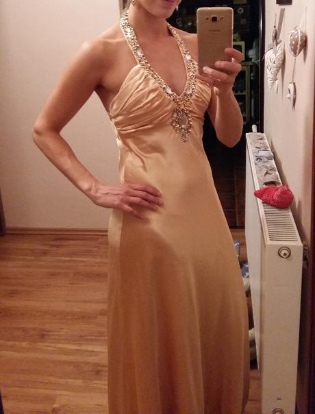 Dlhé saténové šaty, 38