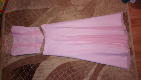 Ružové šifónové šaty, 36