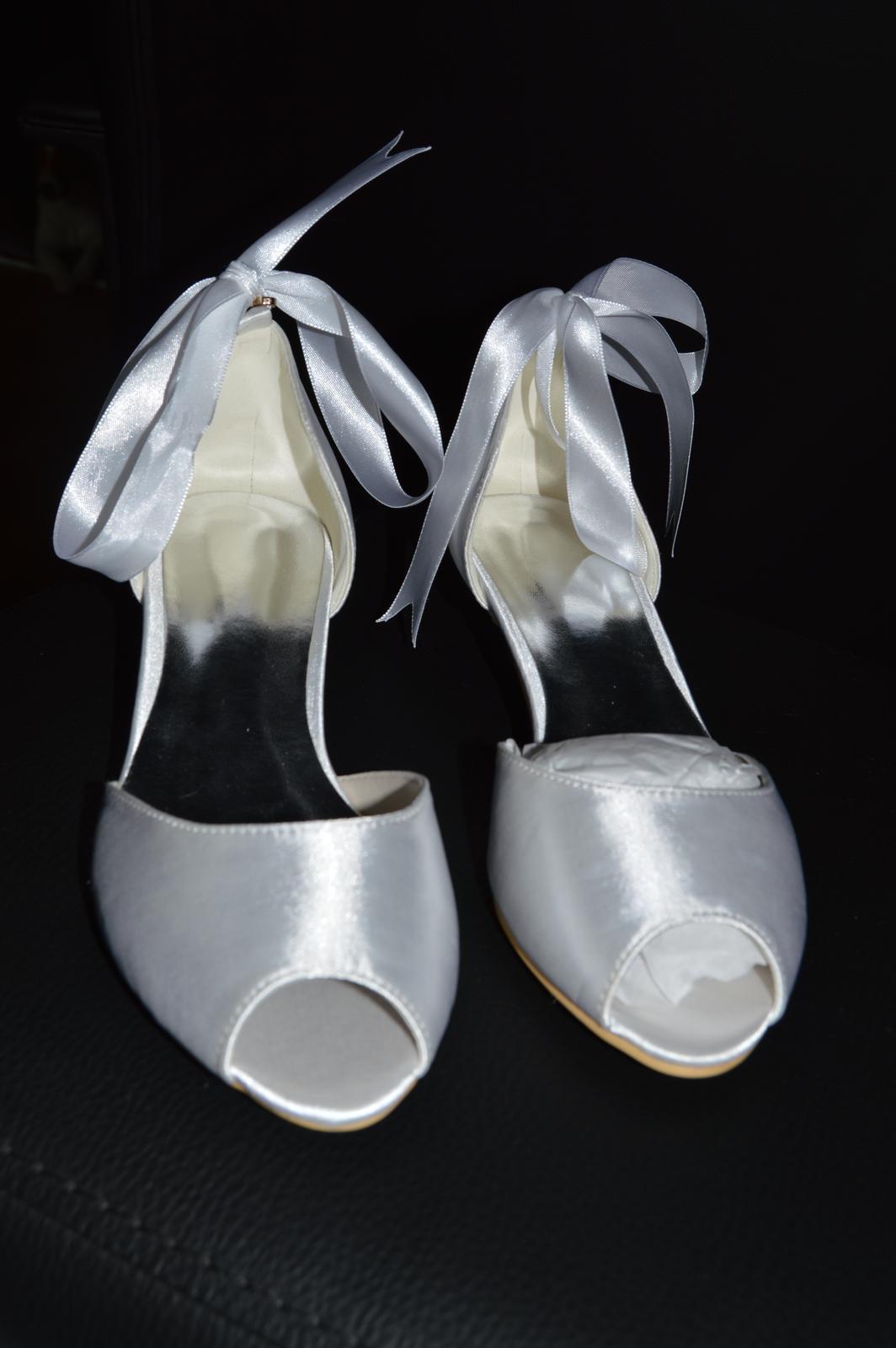 6ea1ffc53cc44 Svadobné topánky - 1 cm opatok, 35 - 35 €   Svadobný bazár   Mojasvadba.sk