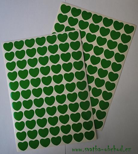 77 kusů zelených srdíček (č. 32),