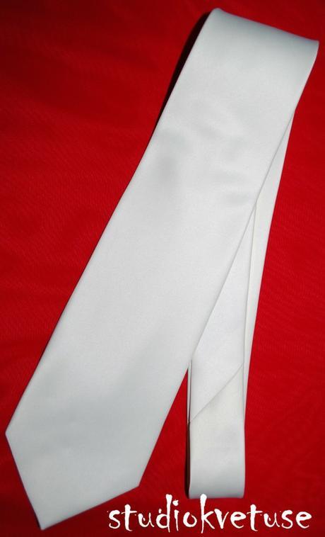 Bílá jemná kravata (č. 106),