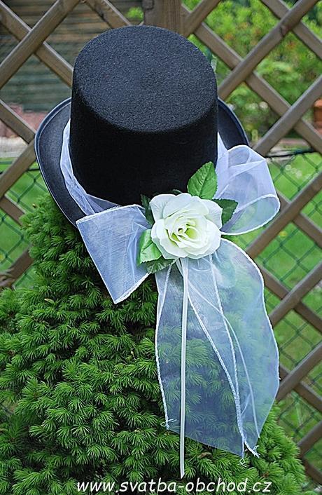 Bílá růže + stuha na filcovém cylindru (č.06),