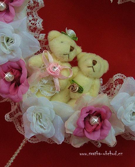 Bílo - růžový závěs na dveře - srdce + medvídci,