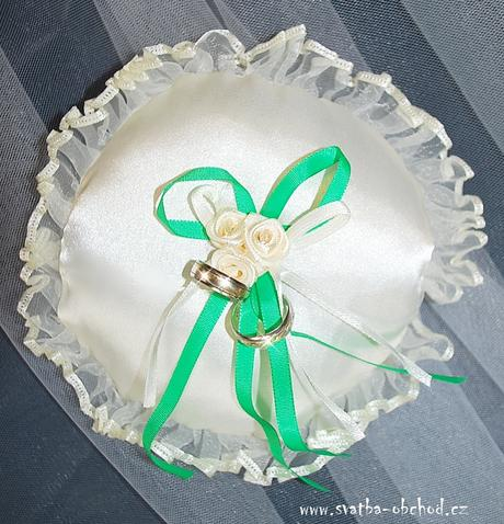 Bílo-zelený polštářek pod prstýnky (č.16),