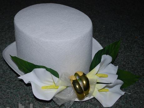 Bílý filcový cylindr + bílé kaly (č.05),