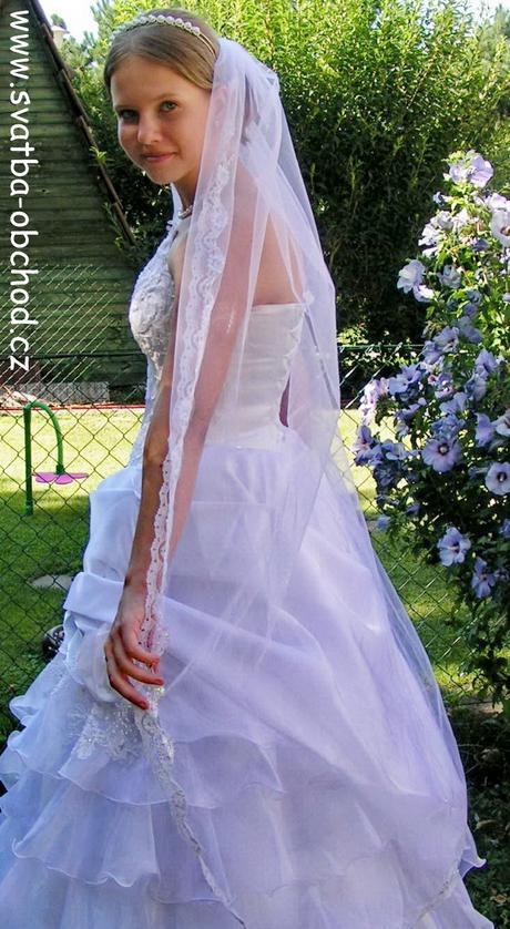 Bílý závojíček s krajkou (150cm),