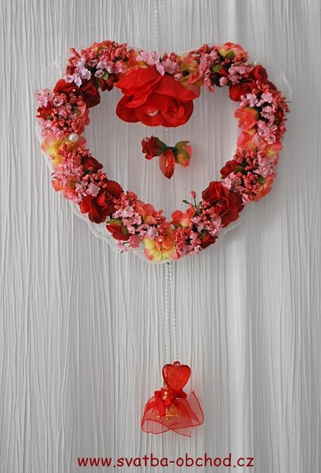 Červený závěs na dveře - srdce,