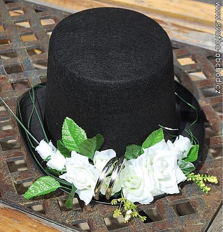 Cylindr filcový černý s růžemi a prstýnky (č.03),