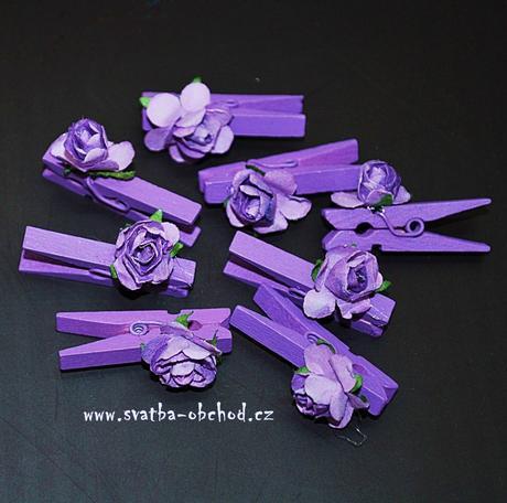 Kolíček fialový s růžičkou (č.17),