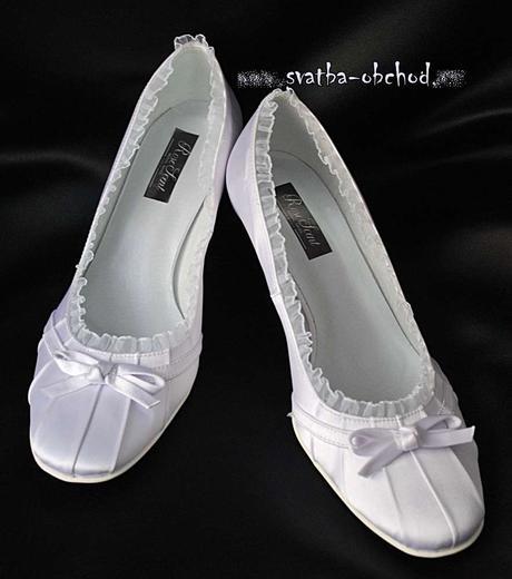 Ledově bílé saténové botičky (č.11), 35