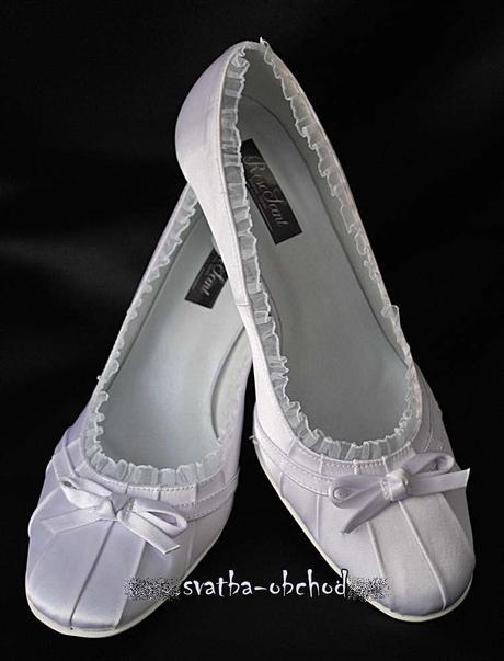 Ledově bílé saténové botičky (č.11), 40