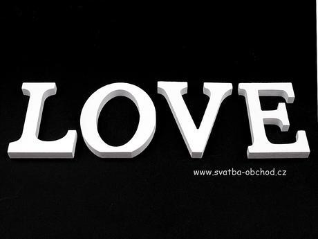 LOVE - Dřevěné písmenka 11cm.,