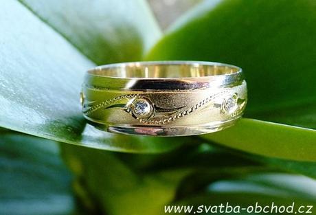 Snubní prsten B61 - zlato + 6x zirkon,