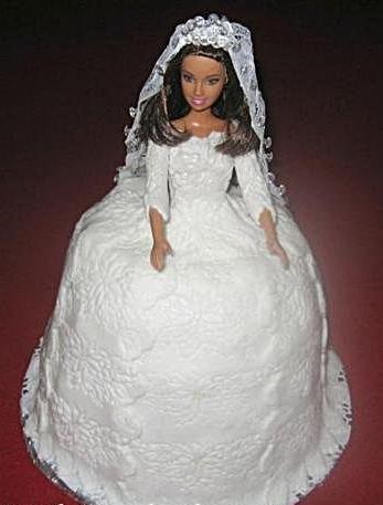 Velká tmavovlasá panenka do dortu,