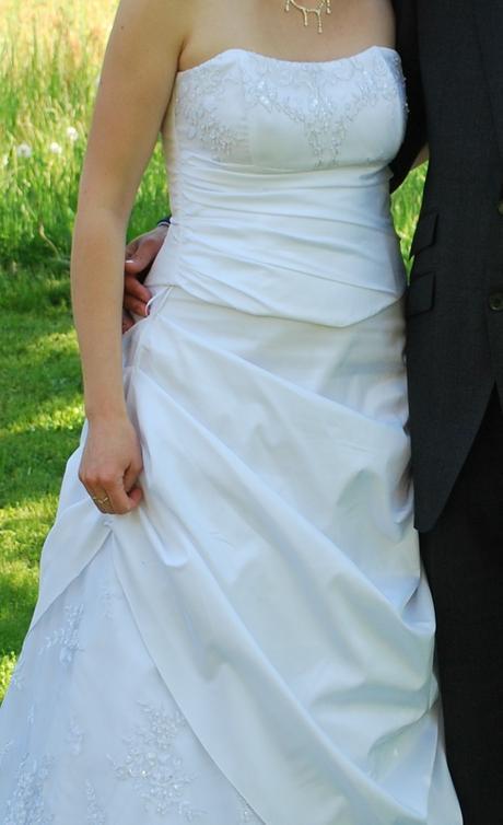 Elegantní zdobené svatební šaty 40-42, 40