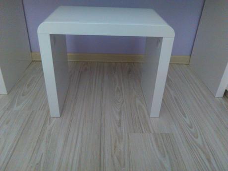 Toaletný stolík   ,