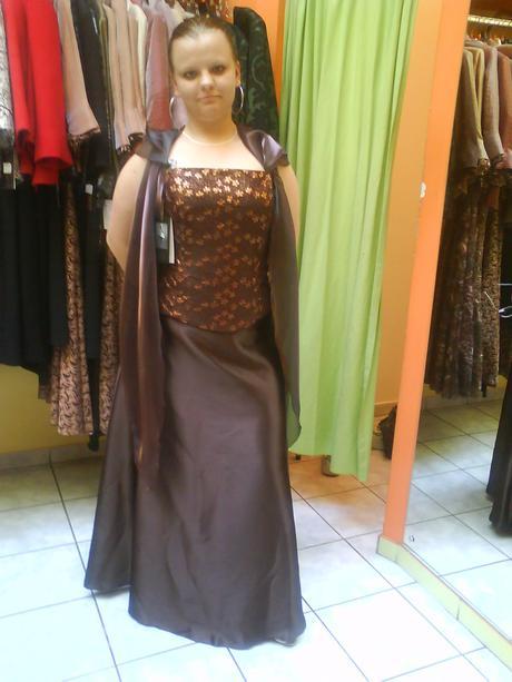 Spoločenské šaty , 44