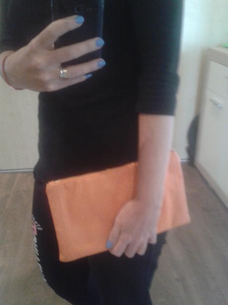 Oranžova listová kabelka, S