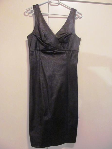 tmavofilové šaty so trieborným odleskom, 36