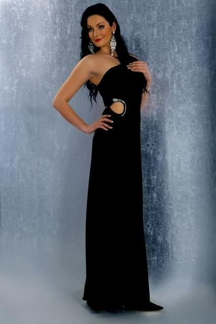 Čierne elegantné šaty s hadou aplikáciou 1eff9f247c1