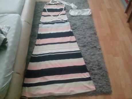 elegantne športova šaty s odhalenym  chrbatom, M