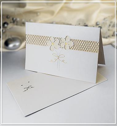 Bílé SO s květinami a nádechem perleti - G944,