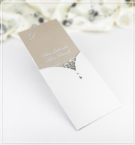 Bílé svatební oznámení ve formě kapsy - G985,