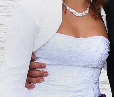 svatební šaty s fialovou mašlí, 42