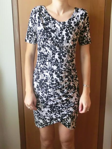 bílo-černé společenské šaty, 34