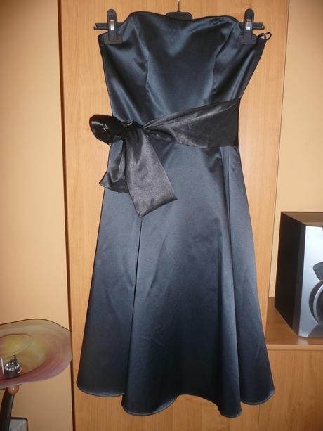 černé saténové šaty, 34