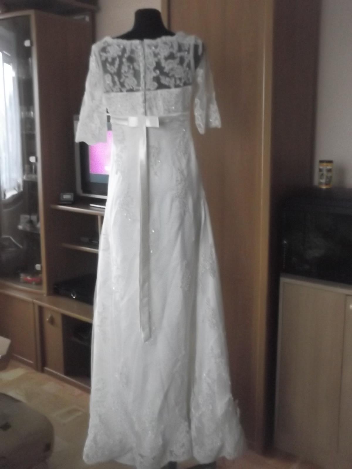73df3ba1c73 Originální krajkové svatební šaty šité na míru