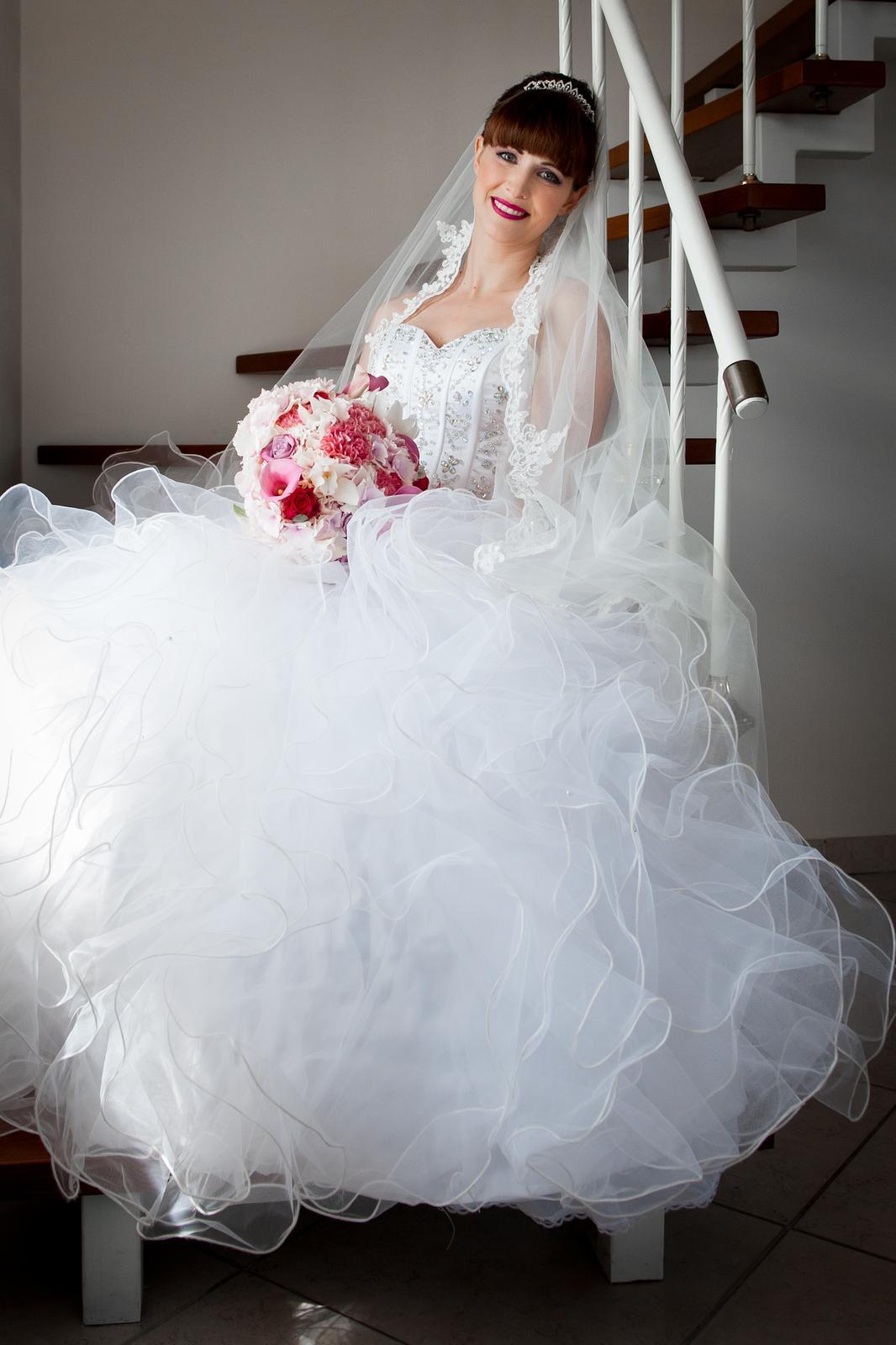 b5d8f99b462b Luxusní bohatě zdobené šaty
