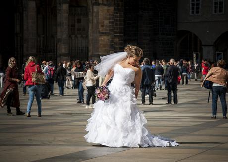 Bílé princeznovské šaty pro malou nevěstu, 40