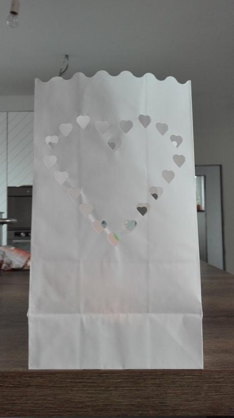 Papierovy lampas so srdcom,